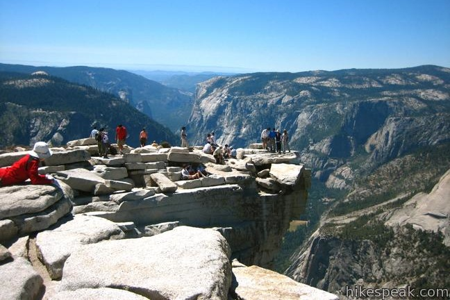 Photo via http://www.hikespeak.com/trails/panorama-trail-hike-yosemite/