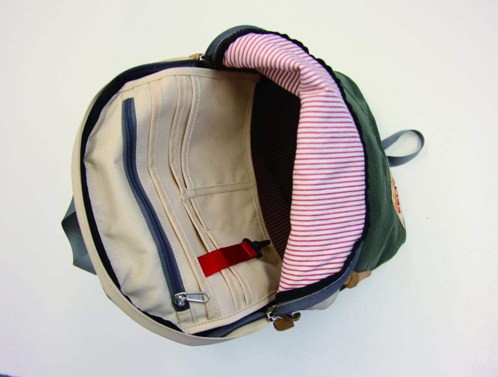 Daypack と MiniFanny の裏にはヴィンテージ感のあるヒッコリーストライプを使用