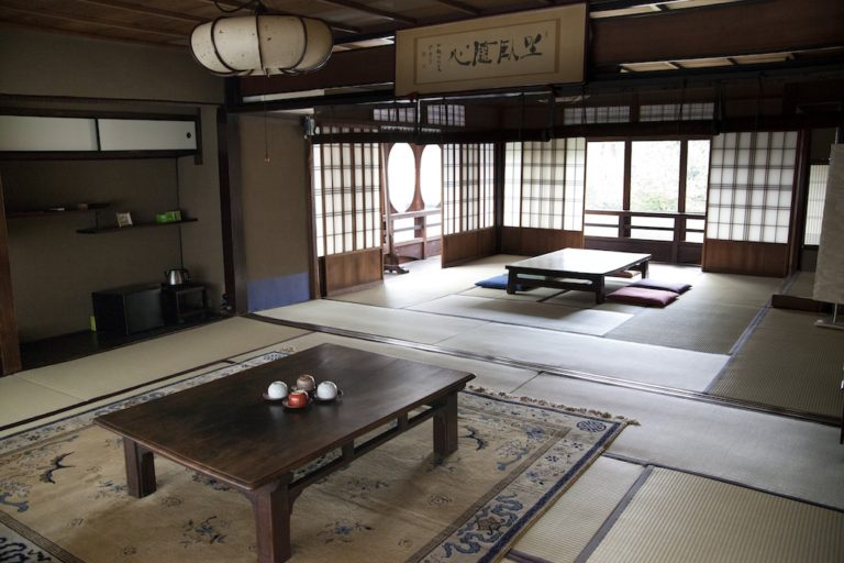 京の元花街・島原にある築250年の宿+Cafe Bar。TOKYO HOSTEL GUIDE Vol.000「きんせ旅館」