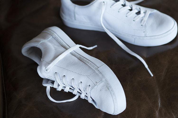 ジョン・レノンのように、白いスニーカーを履く。|TOMS 2017 AW COLLECTION #007