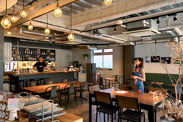 旅する人たちの気持ちに寄り添ったスタッフが出迎えてくれるHOSTEL & LOUNGE。Tokyo Hostel Guide – 015 – UNPLAN 神楽坂